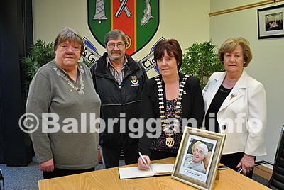Cllr Monica Harford, Cllr Frank Snowe. Cathaoireach Grainne Maguire and Cllr May mcKeon signing the book of Condolences